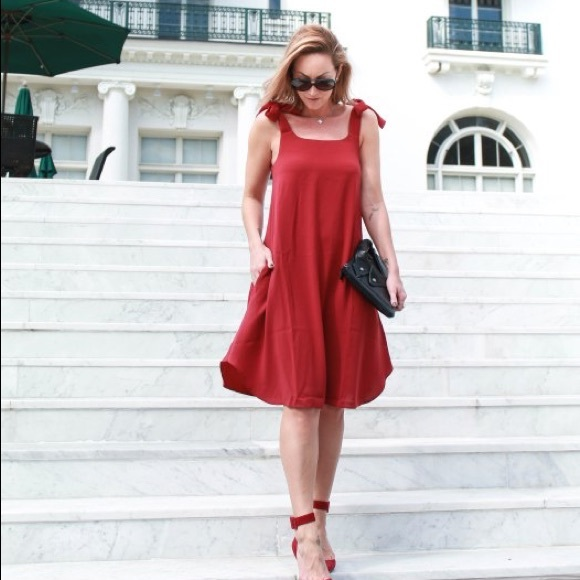 Dresses & Skirts - Red cocktail dress